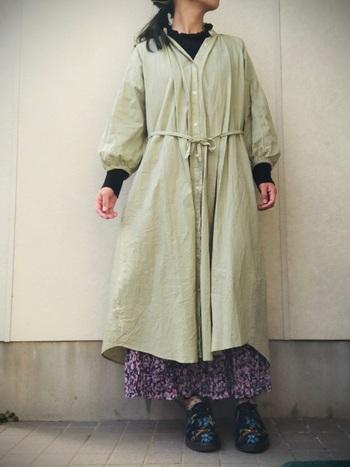 プチプライスでトレンドを手軽に取り入れられるGU。春を感じる爽やかなミントグリーンのAラインシャツワンピースは、前ボタンを開ければカーディガンのような羽織物としても使えます♪柄もののロングスカートに重ねるのも素敵ですね!