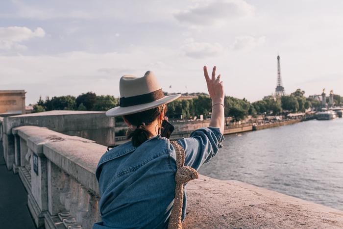 どのシーンを切り取ってもおしゃれな本作。フランスの風景や美味しそうな食事シーンなど見どころ満載です。年を重ねるごとに美しくなるダイアン・レインがなんとも魅力的。鑑賞中は一緒に旅をしているような気分になり、鑑賞後は旅に出かけたくなる、大人の女性にぜひ観てほしいロードムービーです。