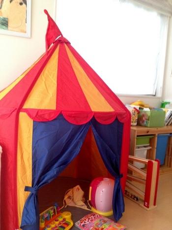 IKEAやニトリなどのインテリアショップのテントも人気です。価格もリーズナブルなので、気軽に取り入れやすいですね。