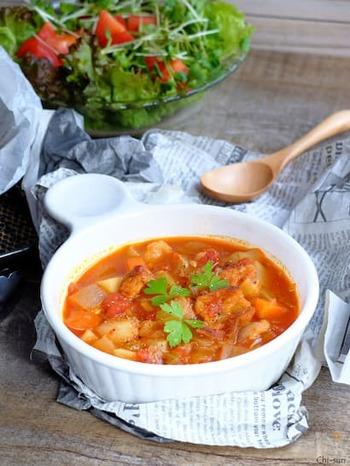 確かに、鶏皮は鶏肉の他の部位に比べると高カロリー。でも、脂肪も大事な栄養素です。しっかり煮て、スープまでしっかりいただきましょう。