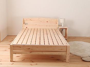 ベッドを長く愛用したいなら通気性のあるものを選びたいもの。確認したいのはマットレスと接する床板の部分。たとえば「すのこ」の床板なら風通しもよく頑丈なので、長く使うことができますよ。