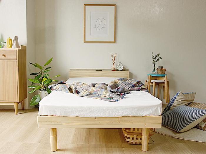 1人で眠るならシングルサイズ…と思いがちですが、寝返りを打つことなどを考慮すると、ちょうどいいのはシングルより少し大きいセミダブルサイズのベッドなんです。寝返りを打っても落ちることなく、ゆったりと贅沢な気分で眠ることができますよ。