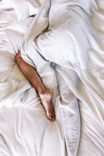 寝ているとき、寝返りをした拍子にベッドから落ちてしまったり、壁に身体が当たってしまった経験ありませんか?度々目覚めてしまうと、身体の疲れは取れません。