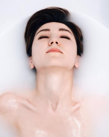顔が大きい方は、むくみが原因になっていることも多いので、しっかり入浴をしてむくみを解消しましょう。体を温めて血流をよくすることで、むくみにくい体質に変えることができます。