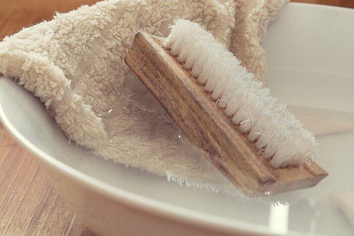 外出時は乾燥環境にさらされやすいので、濡らしたタオルをジップロックにいれて持ち歩き、ちょっとした時に口元に当てるだけの簡単エコ加湿です。お水がない環境下でも加湿ができるので便利!時間が経って臭いが気になる時は、こまめにお水で洗ってあげましょう。