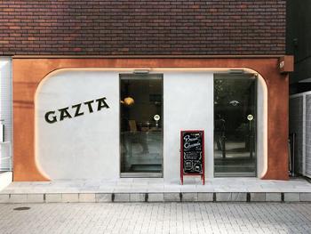 白金高輪にある「GAZTA(ガスタ)」は、美食の街で知られるサン・セバスチャンの名店「ラ・ヴィーニャ」から、世界で唯一レシピを直伝されたという今話題のバスクチーズケーキ専門店です。