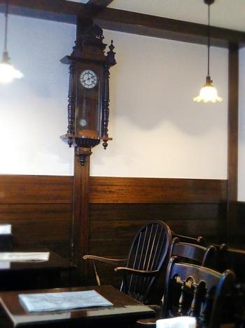 クラシックな雰囲気の店内でいただくこともできますよ。おいしいコーヒーや紅茶と一緒に至福のスイーツタイムを過ごしてみませんか?