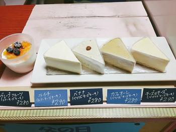 チーズケーキは全部で5種類。シンプルな「チーズ&チーズ」と「バナナ」のほかは、季節によってフレーバーが変わります。オーストラリア産のチーズをメインに、きめ細かいクリーミーなフランス産チーズを合わせていて、しっとり感が特徴です。