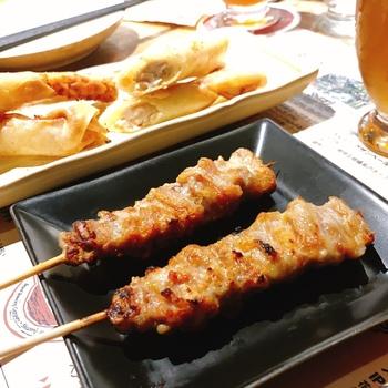 クラフトビールと聞くと、合わせるのは洋食というイメージですが、ここでは焼鳥をメインにしたおつまみが充実。ビールにはやっぱり焼鳥でしょ!と言う方、ぜひおすすめのお店ですよ。