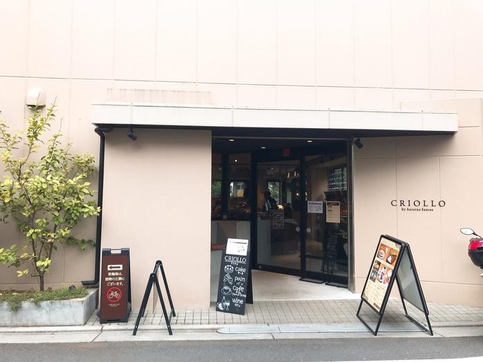 「CRIOLLO(クリオロ)」は、フランス人パティシエならではのセンスが光るスイーツの数々が人気のパティスリー。小竹向原駅からほど近い住宅地にある東京本店には、洗練されたスイーツを求め連日たくさんの方が訪れています。