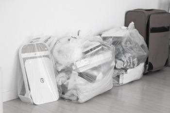 荷造りと同時に断捨離することも多いはず。新居が不要な物を入れた段ボールで溢れてしまわないように、しっかり処分しておきたいですね。 要るモノ要らないモノを選別するのは、意外と時間がかかる作業です。なるべく早い段階から荷造りをスタートさせると安心です。
