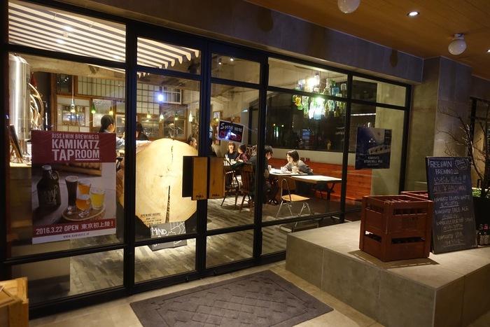 こちらは赤羽橋駅から徒歩約6分の場所にある『RISE & WIN Brewing Co. KAMIKATZ TAPROOM』です。徳島県上勝町のマイクロ・ブリュワリー『RISE & WIN Brewing Co. BBQ & General Store』が東京に初出店したのが、このお店。