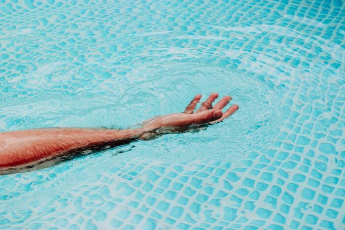 初心者さんなら【サウナ5分→水風呂1分】を3セットくらい繰り返すのがおすすめ。3セット目には、水風呂に入ると、体の表面にぬるい膜ができるような感覚に。肩までつかっていても体がぽかぽかして冷たさを感じなくなる瞬間が訪れます。