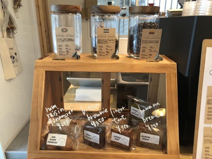 テイクアウトも可能。コーヒー豆の販売も行っているので、お気に入りを見つけたら旅のお土産にしたいですね。