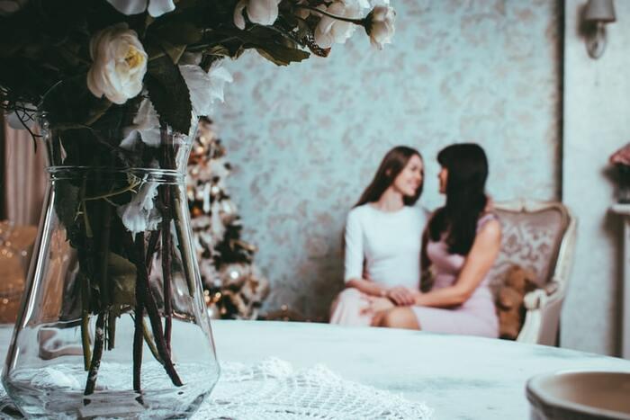 誰かと話すことは、気分転換としてとっても有効です。特に、問題と関係ない、たわいもない話ができるような友人や家族と話すのがおすすめ。逆境にこわばっていた心を優しくほぐしてくれる時間になるはずです。