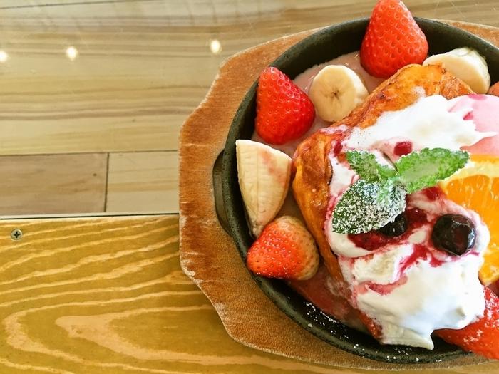 ジェラートやクリームチーズケーキ、フレッシュいちごとMIXベリーのフレンチトーストなど、デザートも10種類以上と充実。次の目的地へ向かう前に、甘いもので癒されましょう。