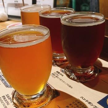 お店では静岡県産の個性豊かなクラフトビールと、季節限定のビールも飲むことができます。静岡県産のフルーツを使ったビールなどもあるそうで、3種類の飲み比べなど、クラフトビール初心者の人も挑戦しやすいメニューが揃っているのだとか。