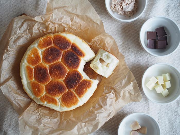 今回は「フライパン(又はスキレット)で作れるパンレシピ」をご紹介。  朝の食卓に用意すれば手が止まらなくなるほど、格段に贅沢な気分を楽しめますよ!