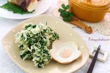 旬の生パセリは天ぷらにするのがおすすめ。熱を加えると苦味が和らぐので、食べやすくて歯ごたえが格別です。鉄分やカルシムなど豊富な栄養もばっちり補給できます。