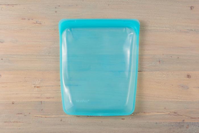 環境への負担が少ない100%ピュアプラチナシリコーン製の、アメリカ生まれのエコな保存容器「スタッシャー」。