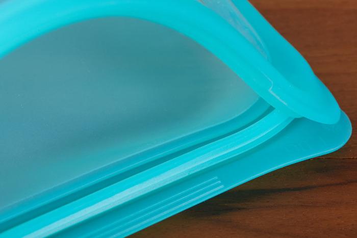BPAフリーで、雑菌が繁殖しにくい、100%ピュアプラチナシリコーンはニオイもなく、安心して食品を保存しておけるうえに、洗って繰り返し使えるのも嬉しいポイントです。