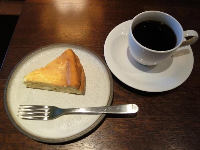 こちらはお店オープンからの定番メニュー、「ベイクドチーズケーキ」。濃厚な味わいは、チーズケーキ好きからもお墨付きです。