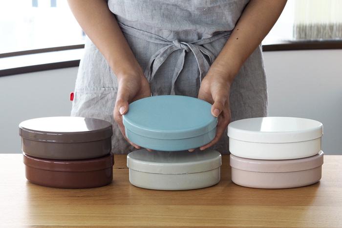 ありそうでない琺瑯素材の可愛らしいお弁当箱は倉敷意匠のもの。特徴的な楕円形は琺瑯素材で実現することが難しく、完成までにかなり長い時間がかかったというこだわりのお弁当箱。