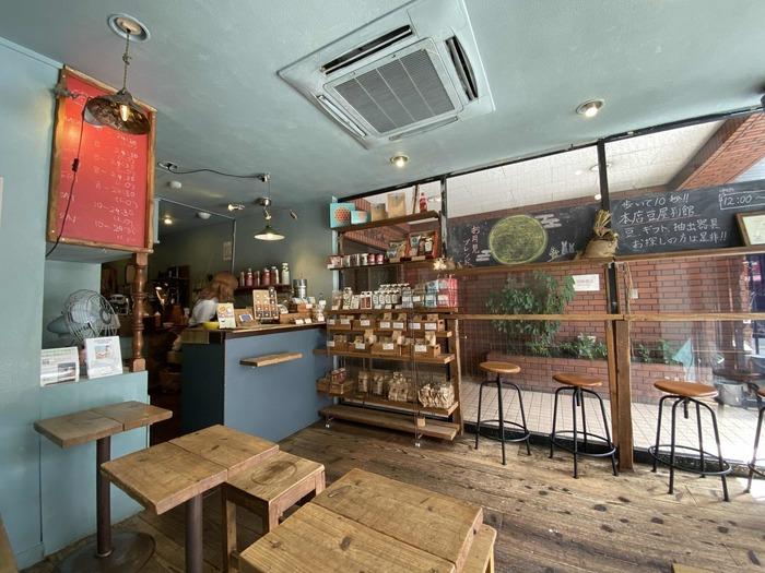 店内はwi-fi&電源ありの快適な空間です。平日は朝8時から営業しているので、朝時間を有効に使いたい人にもぴったり。美味しいコーヒーと共に仕事や読書などに取り組んでみては?