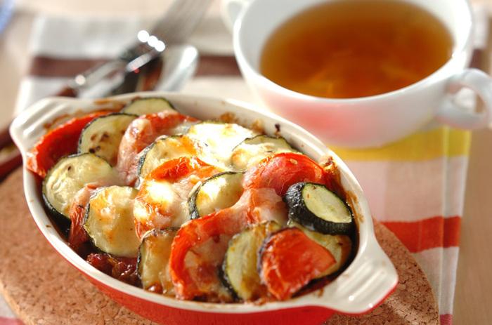 お肉のような食感を楽しめる高野豆腐の野菜グラタン。とろりと溶けたチーズがとっても美味しい一品です! 季節の野菜を使って、旬を取り入れたいですね*