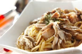 きのこ+にんにく+オリーブオイルは黄金トリオ。ガーリックオイルを使えば、ソース作りとパスタの茹で上がりがピタッと一致。15分でできあがります。香り高い舞茸を使って。