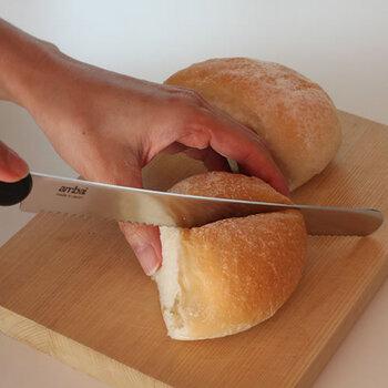 刃渡り20cmと扱いやすい長さです。柔らかいパンも刃がしっかり入り、すっと切れます。断面が美しいと、見た目からして美味しそうですよね♪