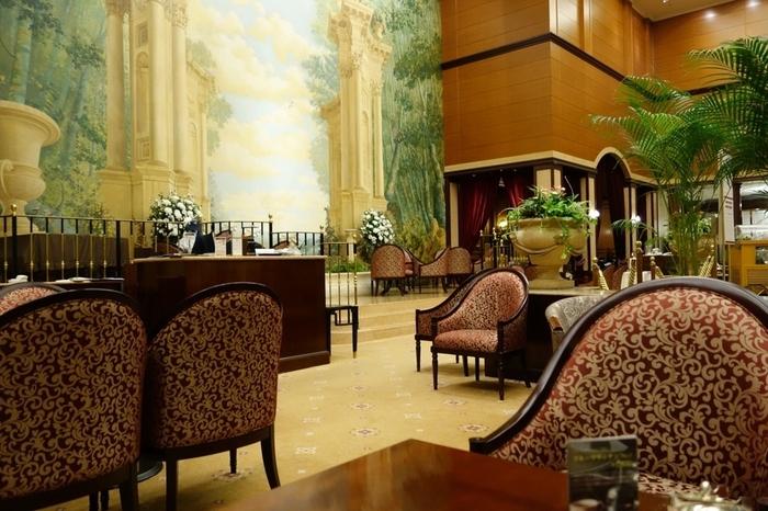 東京だということを忘れてしまいそうなほど、エレガントな空間が広がる「第一ホテル東京」。1階の「ロビーラウンジ」はまるでヨーロッパの邸宅に遊びに来たかのような気分に…♪