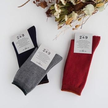 内側にメリノウールのパイルを使った柔らかく暖かな靴下です。履き口のゴムもゆったりと作られているので、締め付けもなく快適です。