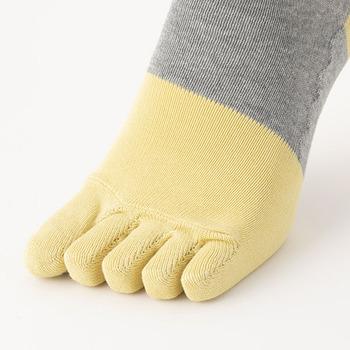 5本指靴下の快適さを味わうと、戻れなくなる人も多い出のでは?しめつけない靴下の5本指版です。つま先やかかとの分は強化してあり、丈夫に作ってあります。