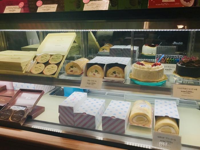 そして、ロールケーキの「なめらかプリンロール(画像右下)」「フルーツロール(画像中央)」は、ずっしり&贅沢感があるのに、1本1500円程度とあって、満足感たっぷり。自分へのご褒美にするのもオススメです。