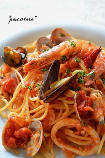 """イタリア語で""""漁師""""の意味を持つパスタ。ムール貝でも、海老でもあさりでも冷凍のロールイカでも、魚介なら何でもOK!白ワインと<ガーリックオイル>でささっと出来上がります。"""