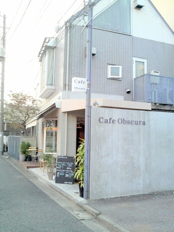 Obscura Laboratoryのコーヒーをゆっくり楽しむならこちらのカフェへ。住宅街の中に佇む落ち着いた雰囲気のお店です。