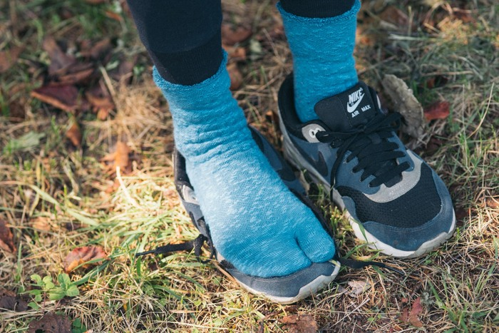フィット感があり、足の疲れを和らげるようにデザインされたウォーキングソックスです。消臭効果もあり、長い間の運動時間でも足元爽やかをキープしてくれる。