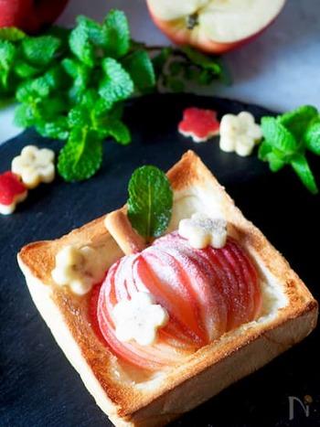 りんごを皮ごとスライスし、トーストの上に丸ごと再現した、子供も喜ぶかわいいトースト。朝食にはもちろん、ちょっと小腹が空いたときやスイーツとしても◎