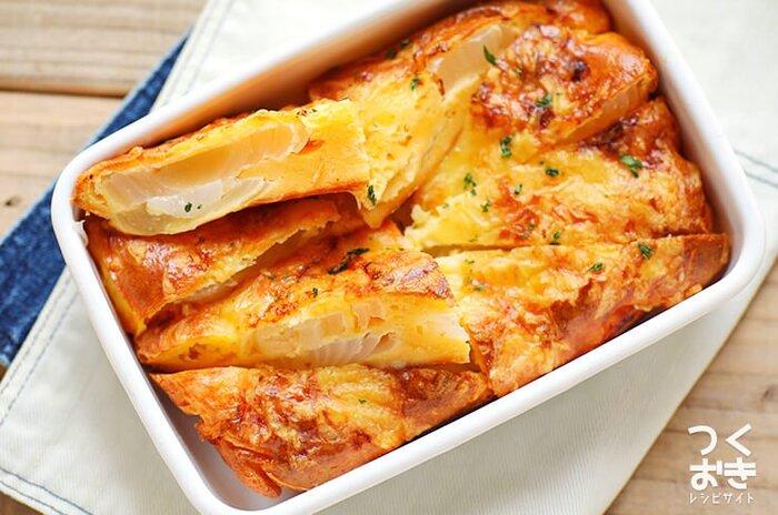 シンプルなオムレツやキッシュにするのもおすすめです!素朴な味ながら、新玉ねぎの甘さを堪能できるおかずに。加熱はオーブン任せでOK。おもてなしやおつまみ、お弁当にも使えて何かと便利な一品です。