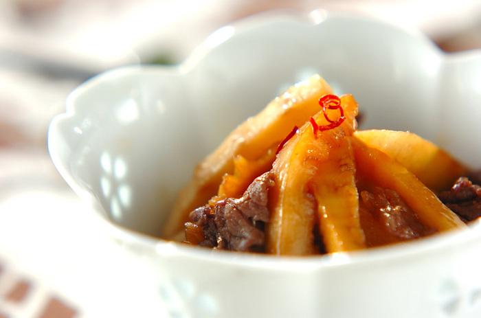 たけのこを炒めて、甘辛く味付けしたきんぴら。こちらのレシピでは、牛肉を加えてボリュームアップ。これ一品でどんどんご飯が進みそうですね。