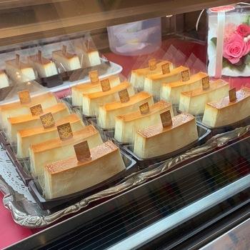 麻布十番にある「Milano Dolce Tre Spadev(ミラノ ドルチェ トレ・スパーデ)」は、数々の賞を受賞したイタリア料理のオーナーシェフが、北イタリアの家庭の定番であるお菓子から、アイデアを得て作られた本格プリン。