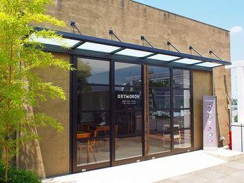 二子玉川の高島屋、屋上にある「OXYMORON(オクシモロン)」。カレーライスをメインで提供しているカフェですが、カレーだけではなく絶品プリンが食べられると女性を中心に話題を集めています。
