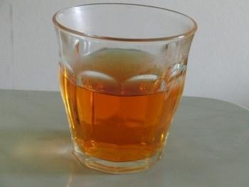 玉ねぎの皮のお茶は、とてもきれいな色のお茶になります。ふっと香る優しい玉ねぎの香りがクセになります。