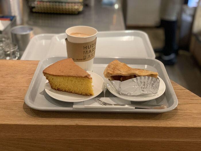 人気のケーキはアメリカンスタイルのパイや、素朴な味わいのコーンブレッド。お店で食べて美味しかったものをお土産にするのもいいですね。