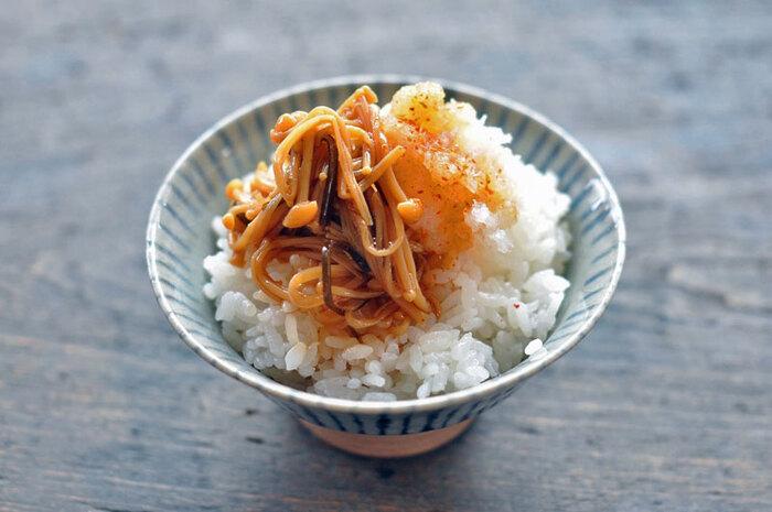 なめ茸は自分でも作ることができます!お豆腐やご飯、卵焼きにのせたり、パスタに絡めたり・・と用途も色々、楽しめます。冷蔵庫で約1週間、冷凍で約1ヶ月も保存がきるので、たくさん作っておくと便利です。