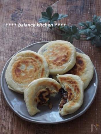 韓国の家庭でつくるお菓子としてお馴染み、「ホットック」もおからパウダーを活用できますよ。  生地の中に味わい深い黒糖くるみの餡をつめて、もちっと食感のおやつを召し上がれ♪