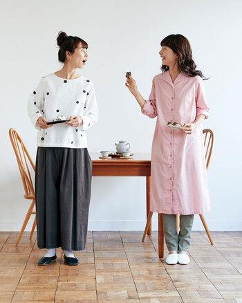 和菓子に魅了される季節だからこそ、和菓子をコンセプトにしたコーディネートなんていかがでしょうか。なんとも美味しそうな2つのコーデ、なんの和菓子かわかりましたか? 左は、あんこ色のパンツを合わせた「豆大福セット」。右は、桜色ワンピースと桜の葉をイメージしたパンツの「桜餅セット」なんです。せっかくの春だからこそ遊び心のあるコーディネートを取り入れてみては。