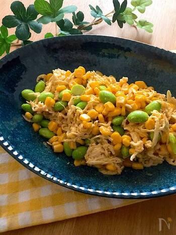 コーンとマヨネーズ、カレー粉で、まったく和食とは異なる味わいの一品に。枝豆の緑がきれいに映えますね。