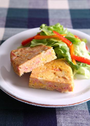 挽き肉+高野豆腐でかさましした、ヘルシーなミートローフ。ダイエット中の方にもおすすめです。罪悪感なく、お腹を満たしてくれるおかずになりますよ。